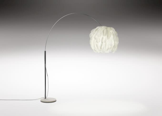 Design la leggerezza di una lampada da terra illuminotecnica