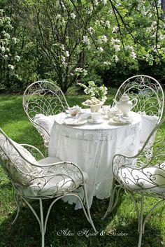 Sedie In Legno Pieghevoli Da Giardino.Sedie Da Giardino Pratiche E Versatili Homehome